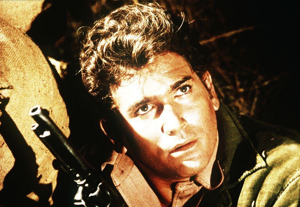 Little Joe Cartwright (Michael Landon) muss gegen drei Männer antreten, die ihren Bruder rächen wollen. - Bildquelle: Paramount Pictures