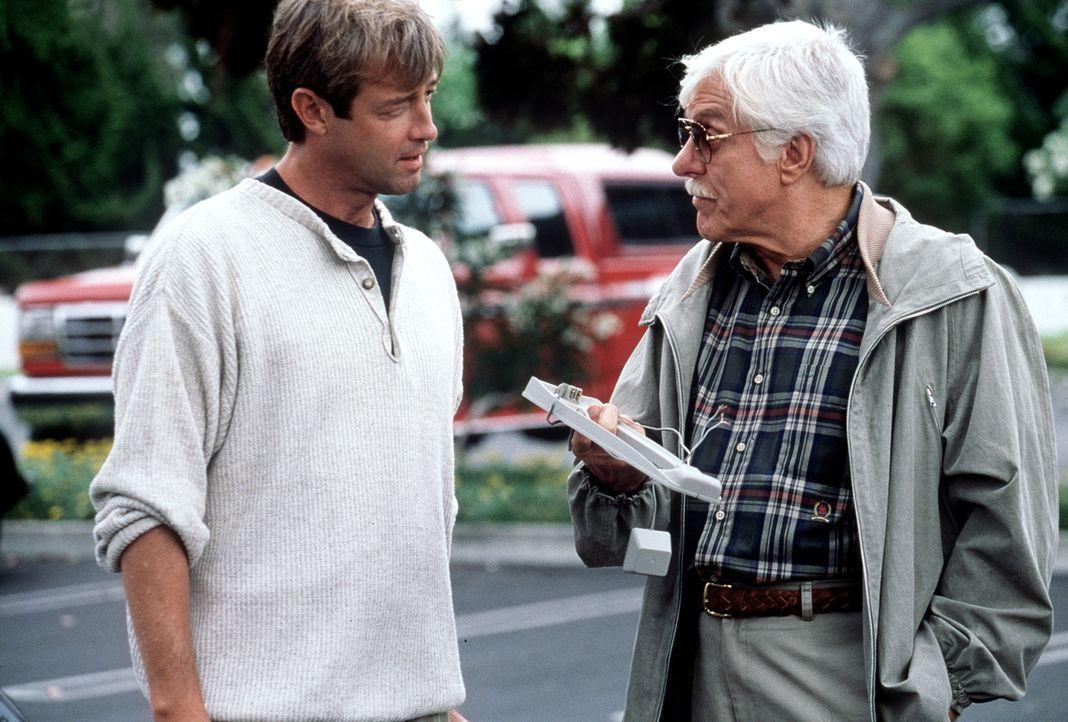 Dr. Mark Sloan (Dick Van Dyke, r.) hat Hinweise darauf, dass Richter David McReynolds (James Read, l.) mehr über den Mord an der jungen Allison weiß... - Bildquelle: Viacom