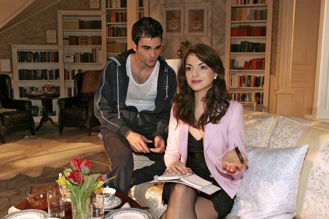 Mariella (Bianca Hein, r.) ist ziemlich genervt, dass David (Mathis Künzler, l.) sie nicht über seine Probleme informiert. Sie möchte in seine Angel... - Bildquelle: Noreen Flynn Sat.1