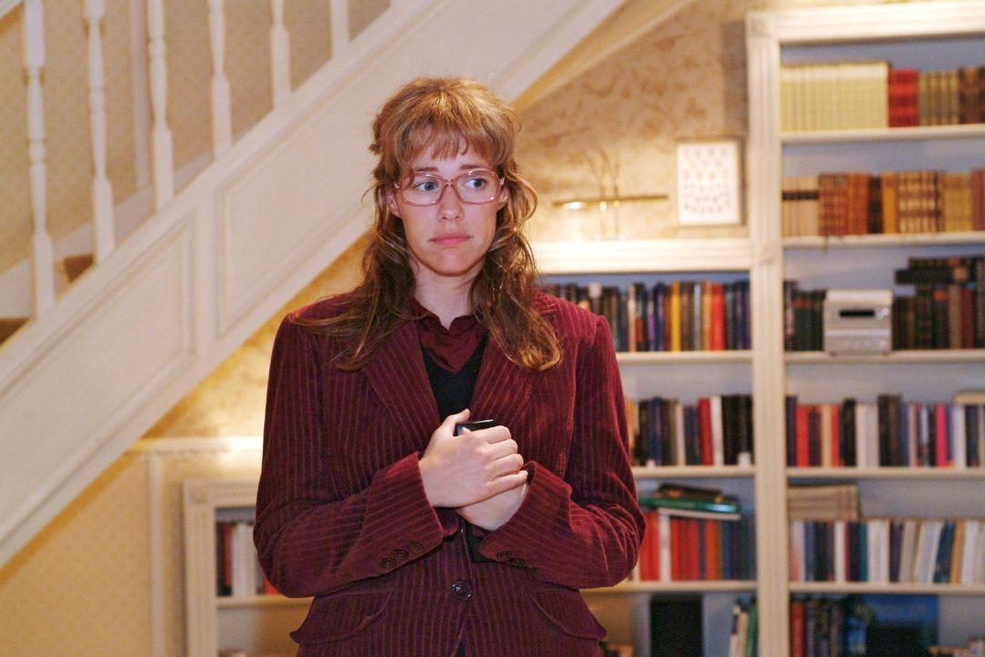 Lisa (Alexandra Neldel), die befürchtet, Friedrichs Herzinfarkt ausgelöst zu haben, bleibt nach all dem Trubel in der Villa der Seidels zurück. (Die... - Bildquelle: Monika Schürle Sat.1