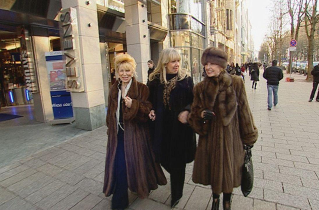 Wirtschaftskrise? Was kostet die Welt! Die superreiche Schickeria in Düsseldorf kann sich fast alles leisten. Wo sie einkauft und wie sie lebt, zeig... - Bildquelle: SAT.1