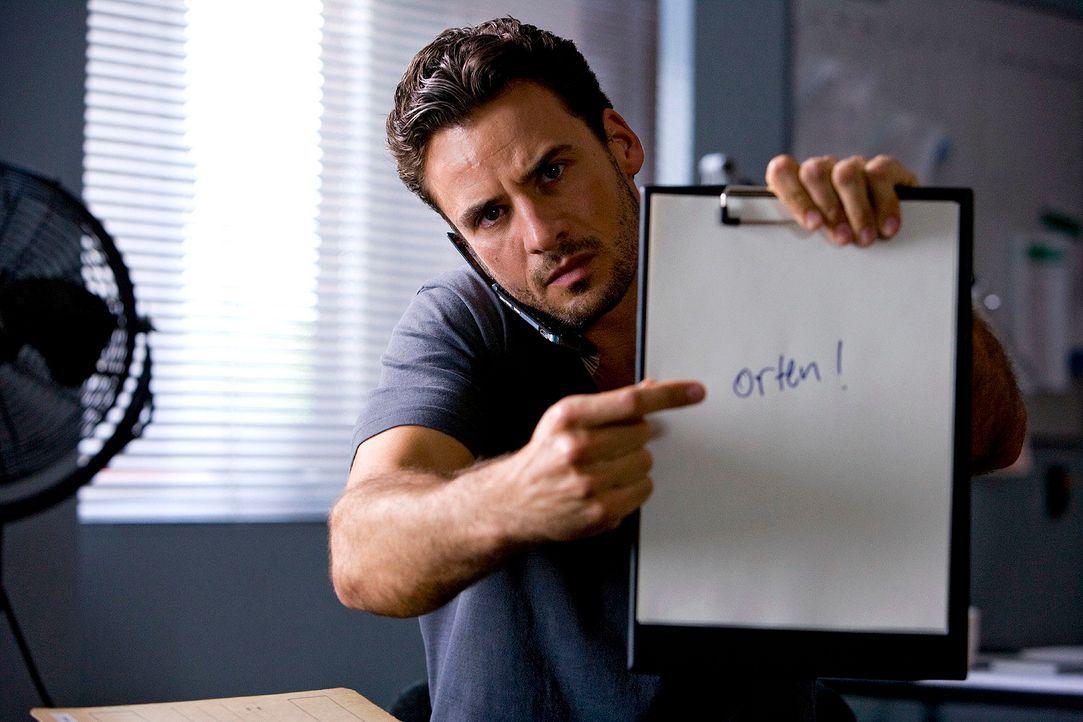Maik (Stephan Luca) ist entsetzt, als ihn ein anonymer Anruf von Bettinas Handy erreicht. Der gesuchte Mörder hat Bettina in seiner Gewalt! - Bildquelle: Richard Hübner Sat.1