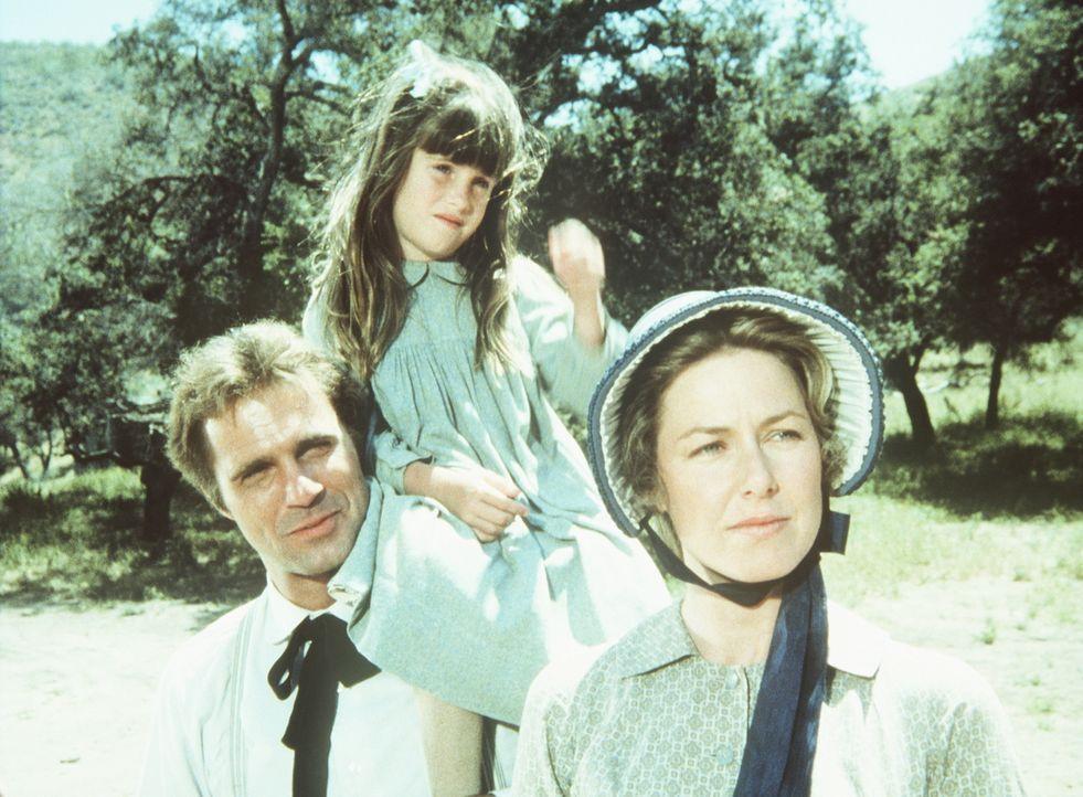 Chris Nelson (Gil Gerard, l.) fühlt sich bei den Ingalls sichtlich wohl und begleitet Carrie (Lindsay Sidney Greenbush, M.) und ihre Mutter Caroline... - Bildquelle: Worldvision