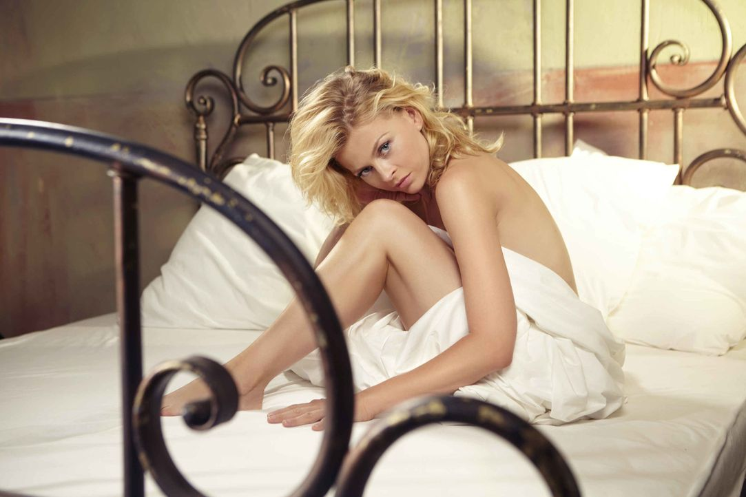 Nina (Isabell Gerschke) lässt sich auf eine Affäre mit einem fremden Mann ein, mit dem sie ein aufregendes erotisches Abenteuer erlebt und die Grenz... - Bildquelle: Christoph Assmann SAT.1