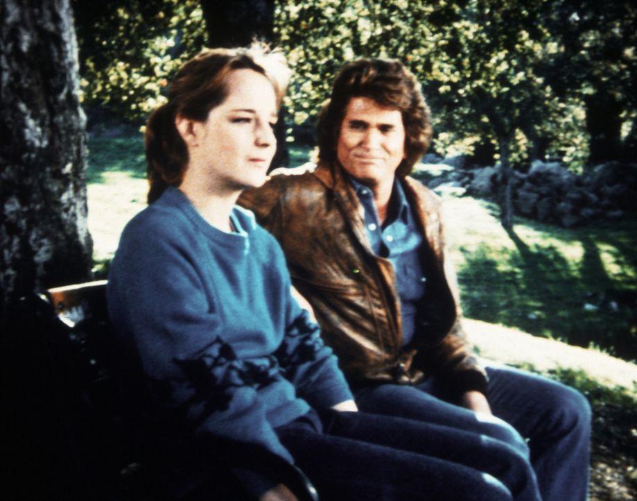 Lizzy (Helen Hunt, l.), krank und einsam, sucht bei Jonathan (Michael Landon, r.) Rat und Hilfe. - Bildquelle: Worldvision Enterprises, Inc.