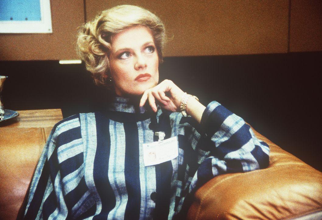 Ist die Sekretärin Francine (Martha Smith) auf Lees Seite? - Bildquelle: CBS Television