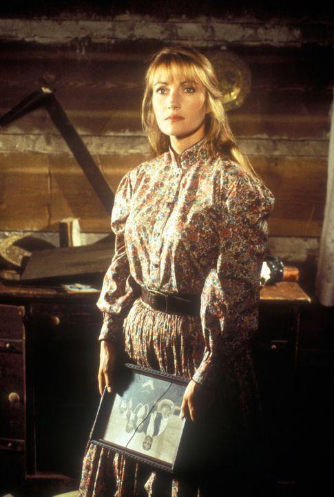"""Weil eine Verwechselung vorliegt, landet Dr. Michaela Quinn (Jane Seymour), genannt """"Mike"""", in der kleinen Bergstadt Colorado Springs, die Frauen, d... - Bildquelle: CBS Studios Inc. All Rights Reserved."""