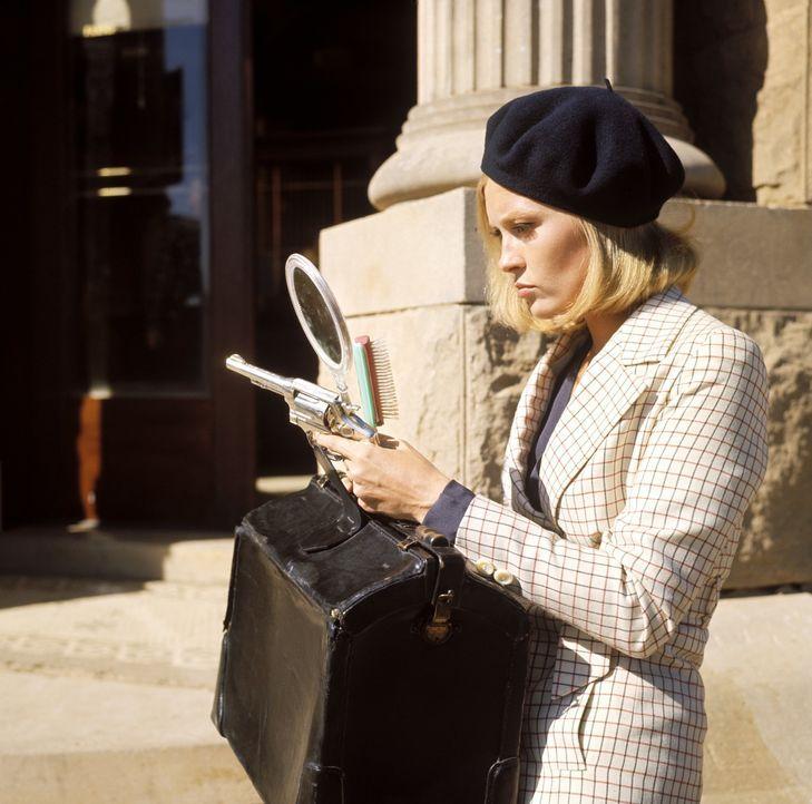 Die Kleinstadt-Kellnerin Bonnie Parker (Faye Dunaway) hat ihr eintöniges Leben satt und schließt sich dem Ganoven Clyde an ... - Bildquelle: Warner Bros.