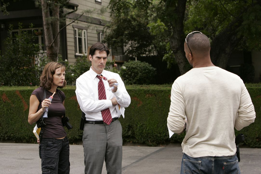 (v.l.n.r.) Elle Greenaway (Lola Glaudini); Aaron Hotchner (Thomas Gibson); Derek Morgan (Shemar Moore) - Bildquelle: Cliff Lipson 2006 Touchstone Television. All rights reserved. NO ARCHIVE. NO RESALE.