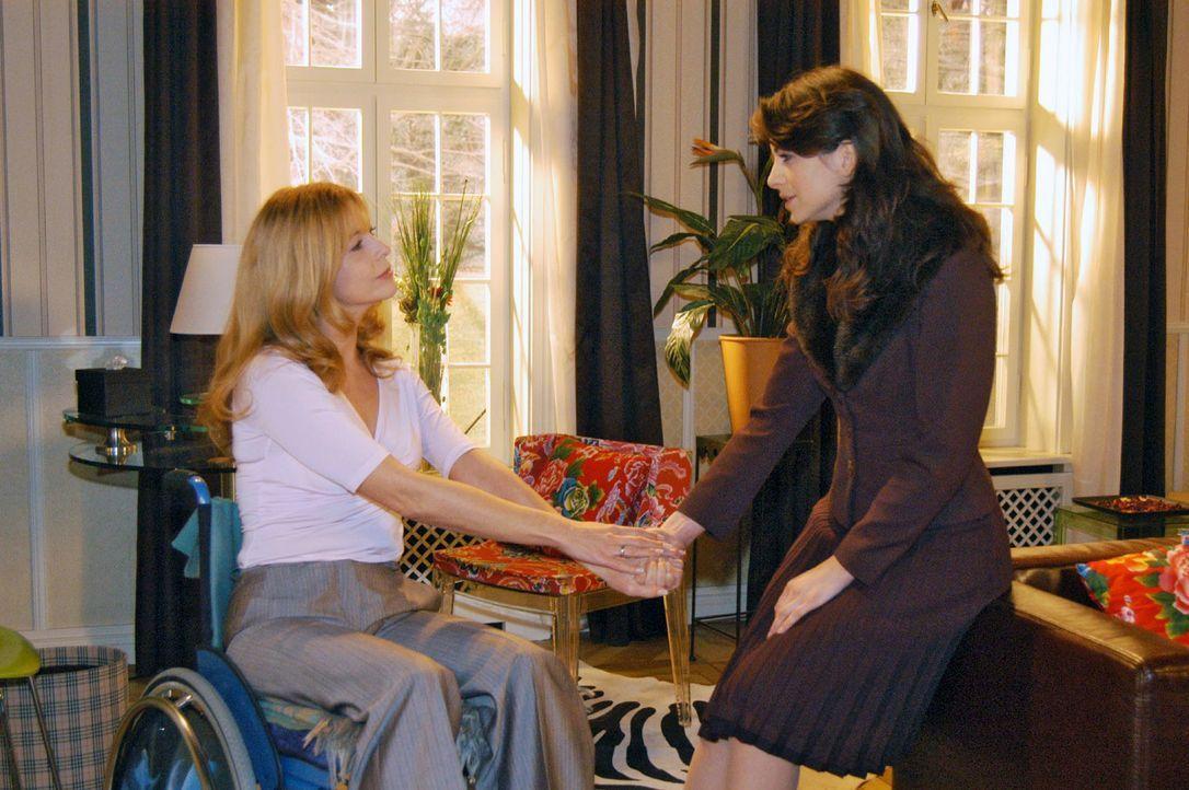 Der Abschied von Laura (Olivia Pascal, l.) fällt Mariella (Bianca Hein, r.) besonders schwer. - Bildquelle: Monika Schürle Sat.1