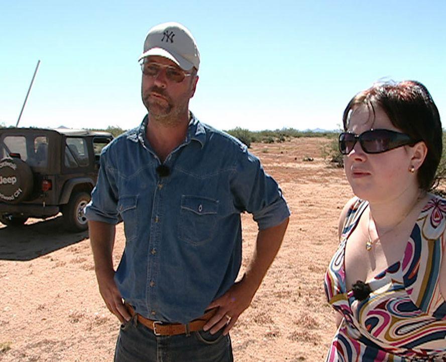 Schon seit Jahren will Norbert Kurzkurt (l.) ins Mutterlandland der Cowboys und Indianer umsiedeln. Sein Plan: In der Wüste Arizonas ein Niedrig-Ene... - Bildquelle: kabel eins