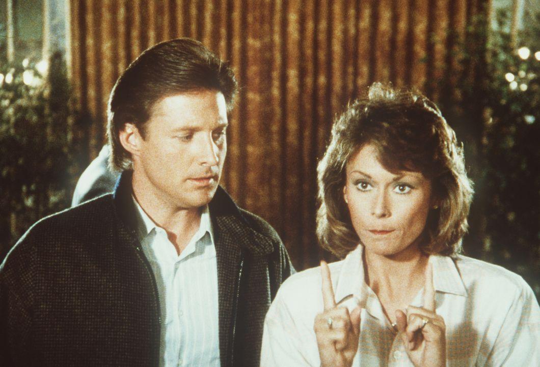 Lee (Bruce Boxleitner, l.) und Amanda (Kate Jackson, r.) überlegen, wie sie einen Anschlag auf das Leben des Vizepräsidenten der USA verhindern könn...