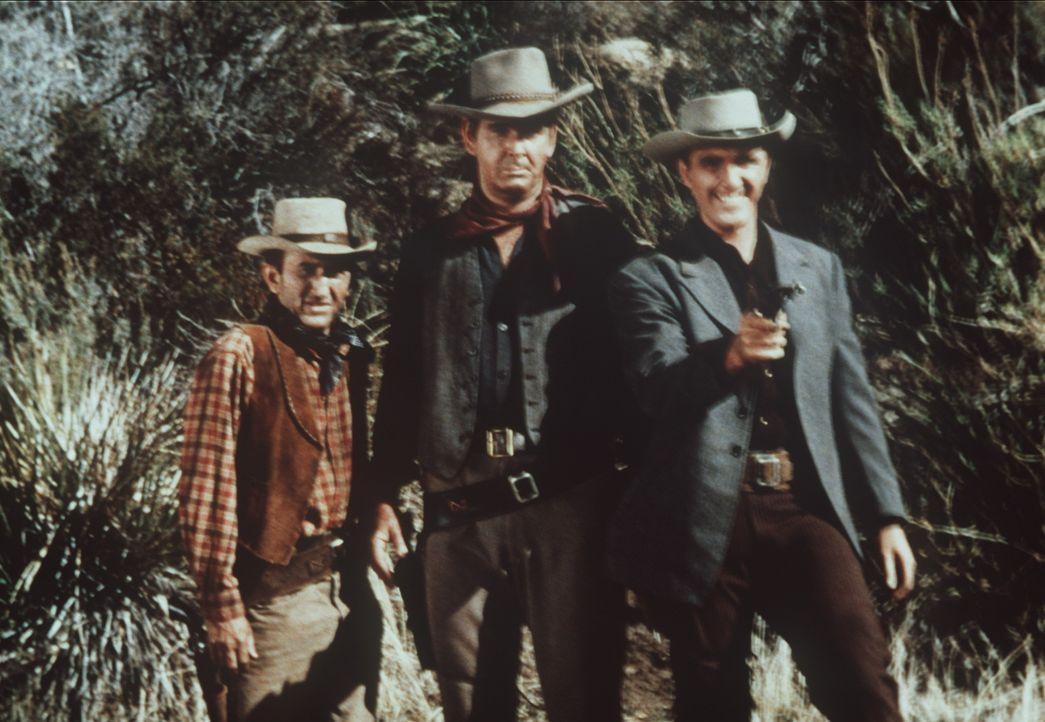 Trask (Robert Lansing, r.) hat sich von zwei Verrätern ins Lager seines Erzfeindes Campbell führen lassen, um ihn zu töten. (Darsteller unbekannt) - Bildquelle: Paramount Pictures