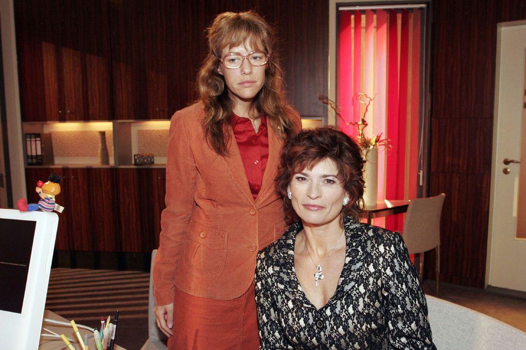 Lisa (Alexandra Neldel, l.) verspricht Sophie (Gabrielle Scharnitzky, r.), für sie eine Aufgabe bei Kerima Moda zu finden. (Dieses Foto von Alexandr... - Bildquelle: Noreen Flynn Sat.1