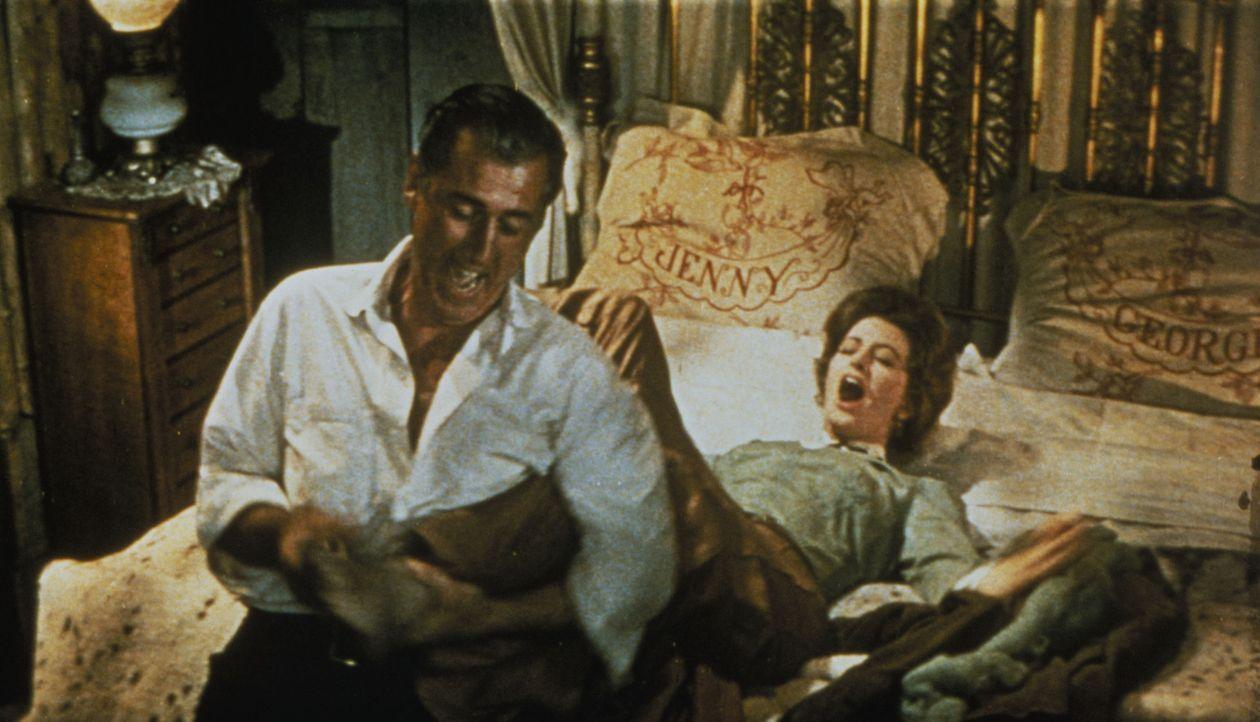 Eigentlich wollte George (Stewart Granger, l.) seine Verlobte nach Hause holen, doch als diese sich mit einem anderen verheiratet, bringt ihm sein B... - Bildquelle: 1960 Twentieth Century Fox Film Corporation.