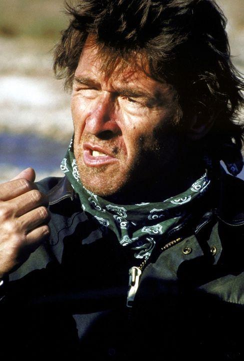 Weiß um die Gefahren in der unwirtlichen Wüste des Jemen: Marc Nehm (Peter Maffay) ... - Bildquelle: Heiko von Tippelskirch ProSieben