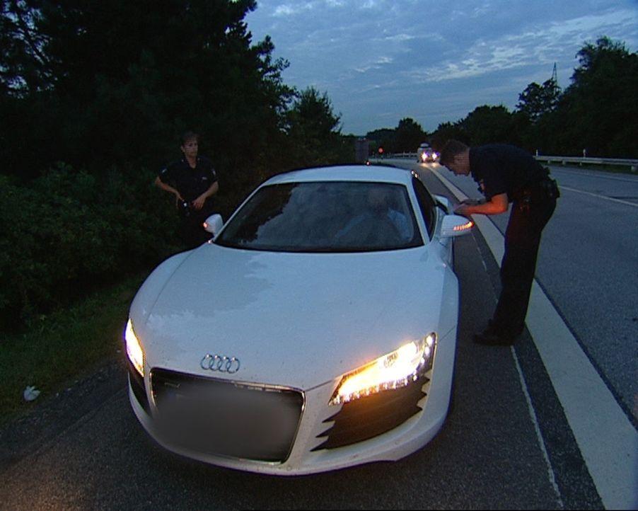 Auf der A7 hat die Autobahnpolizei wieder einen Raser gestoppt. - Bildquelle: Sat.1