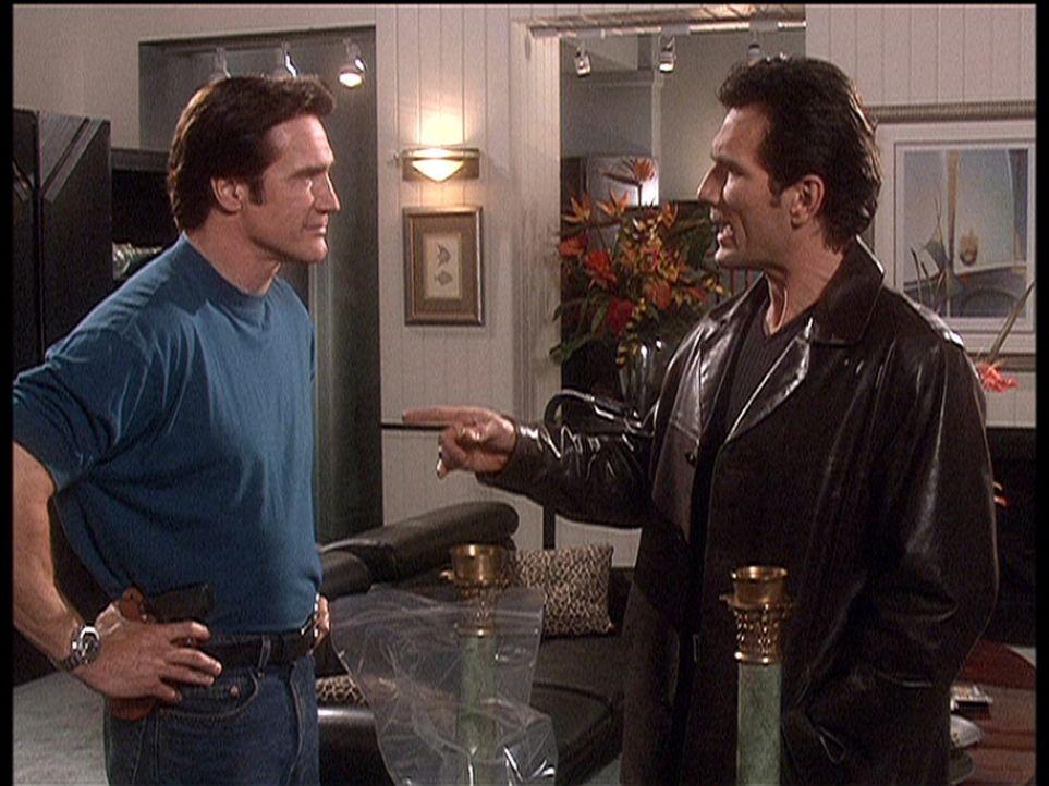 Steve (Barry Van Dyke, l.) stellt seien Nachbarn Calvin (Anthony Tyler Quinn, r.) zur Rede, der die gesamte Umgebung mit lauter Musik terrorisiert. - Bildquelle: Viacom