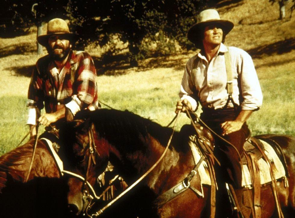 Charels (Michael Landon, r.) und sein Freund Edwards (Victor French, l.) suchen nach Laura. - Bildquelle: Worldvision