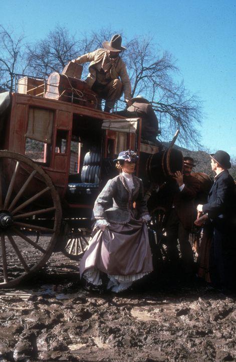 Nach dem Tod ihres Vaters erhält die Ärztin Dr. Michaela Quinn (Jane Seymour, l.) eine Anstellung in der kleinen Bergstadt Colorado Springs und verl... - Bildquelle: CBS Studios Inc. All Rights Reserved.
