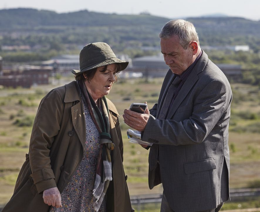 Vera Stanhope (Brenda Blethyn, l.); Kenny Lockhart (Jon Morrison, r.) - Bildquelle: Helen Williams ITV Studios
