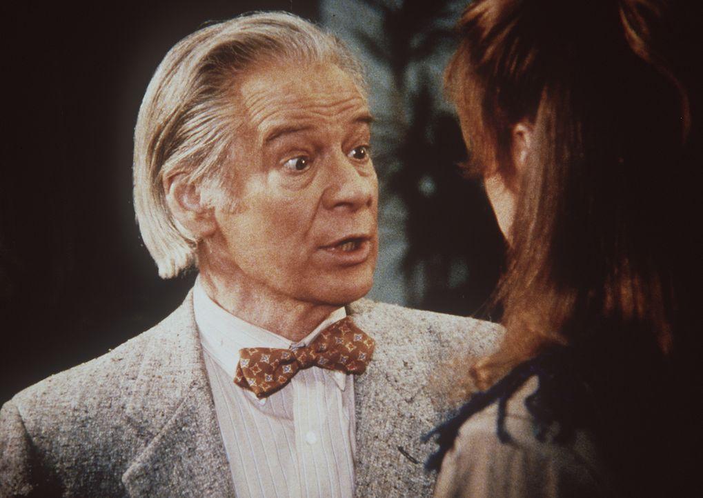 Der Poet und Friedenskämpfer Archibald Mayfield (Michael Higgins, l.) gesteht seiner Tochter Laura (Jayne Modean), dass er befürchtet, vom Geheimdie...