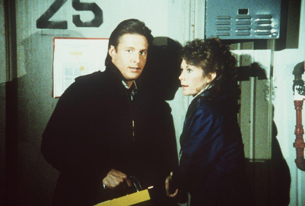 Lee (Bruce Boxleitner, l.) und Amanda (Kate Jackson, r.) suchen nach atomaren Zündern, die nach Pakistan geschmuggelt werden sollen ...