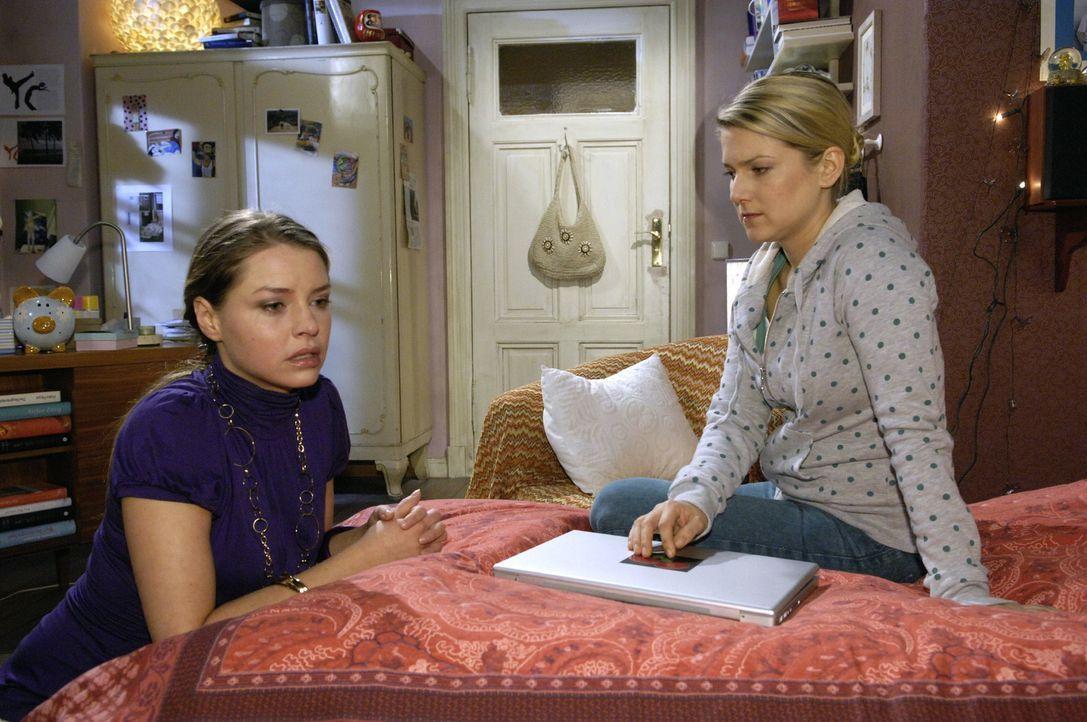 Katja (Karolina Lodyga, l.) kommt mit einer überraschenden Bitte zu Anna (Jeanette Biedermann, r.)... - Bildquelle: Claudius Pflug Sat.1
