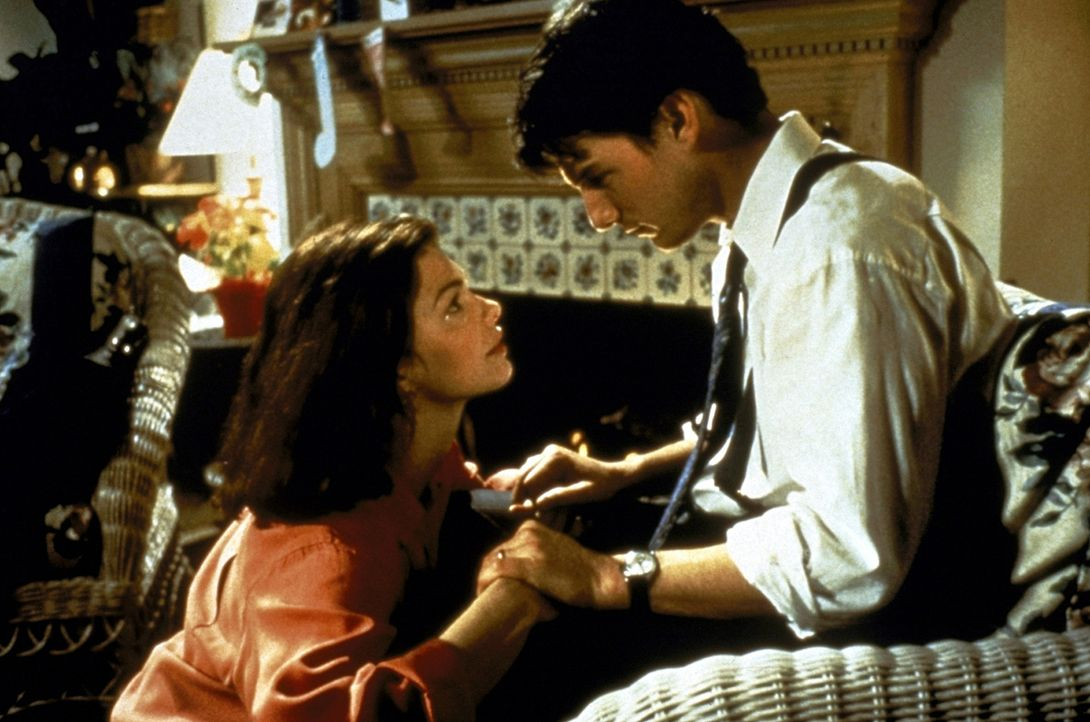 Immer mehr leidet Abby (Jeanne Tripplehorn, l.) unter der permanenten Abwesenheit ihres Mannes Mitch (Tom Cruise, r.), der nur für die Kanzlei zu le... - Bildquelle: Paramount Pictures