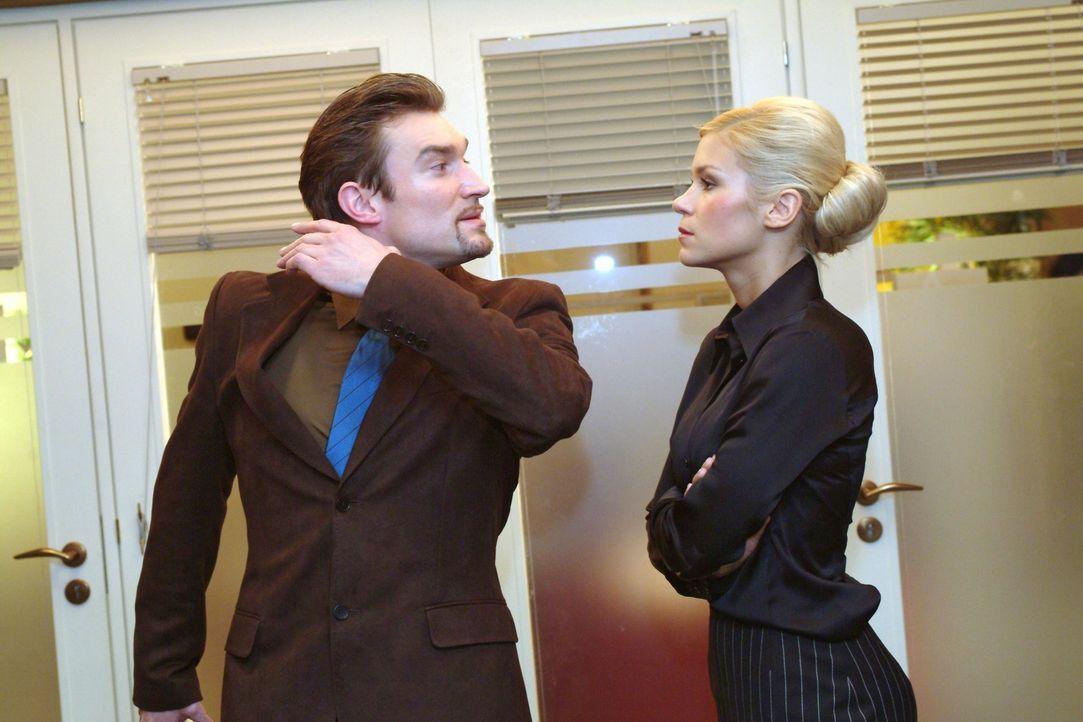 Richard (Karim Köster, l.) verbietet Sabrina (Nina-Friederike Gnädig, r.) den Umgang mit Jürgen. Als deren ganzer Frust aus ihr herausbricht, bringt... - Bildquelle: Monika Schürle Sat.1
