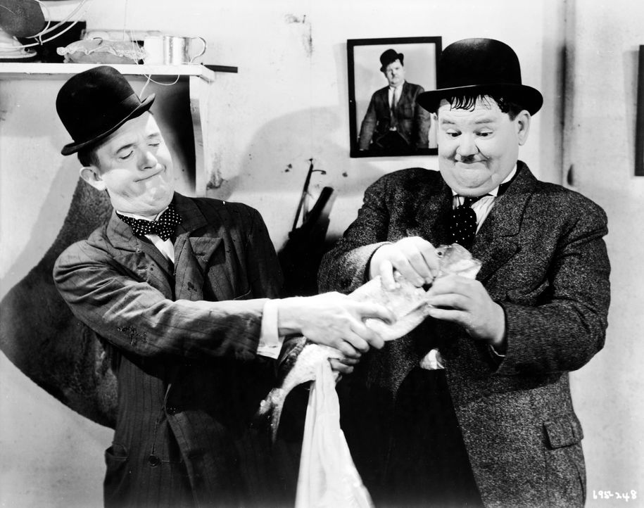 Stan (Stan Laurel, l.); Ollie (Oliver Hardy, r.) - Bildquelle: 1934 Turner Entertainment Co. All rights reserved.