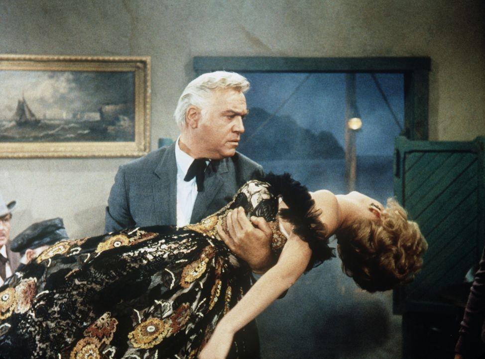 Für Ben (Lorne Greene, r.) steht fest: Er wird Rita Marlowe (Ruta Lee, l.) mit auf die Ponderosa nehmen, um ihrem Leben wieder einen Sinn zu geben .... - Bildquelle: Paramount Pictures