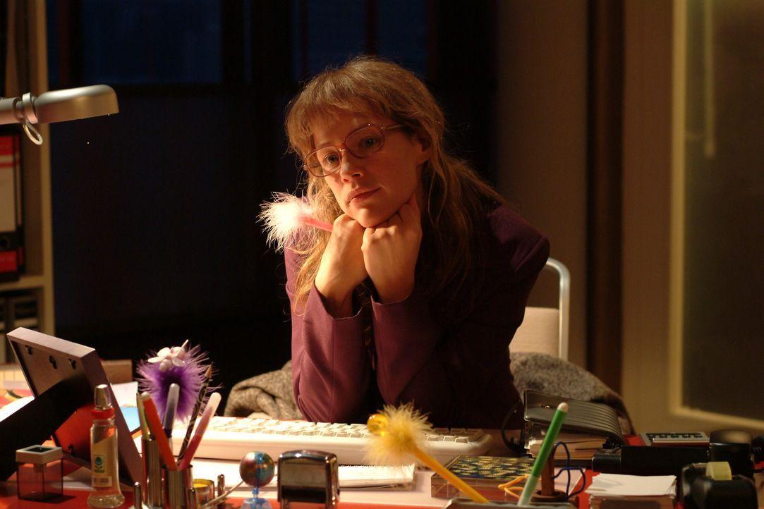 Lisa (Alexandra Neldel) verliert sich wieder einmal in ihren Träumen ... (Dieses Foto von Alexandra Neldel darf nur in Zusammenhang mit der Berichte... - Bildquelle: Monika Schürle Sat.1