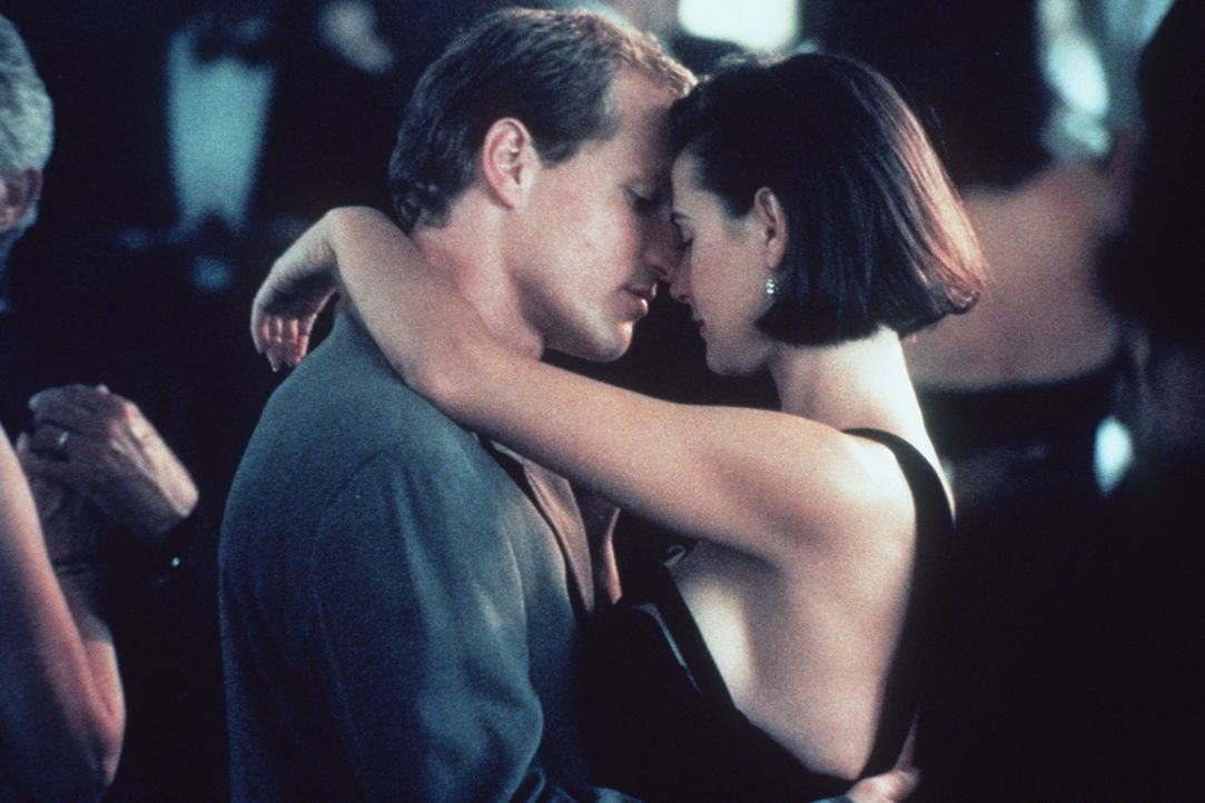 Das Glück von David (Woody Harrelson, l.) und Diana Murphy (Demi Moore, r.) wird auf eine harte Probe gestellt: Ein Milliardär hat dem Paar 1 Millio... - Bildquelle: Paramount Pictures