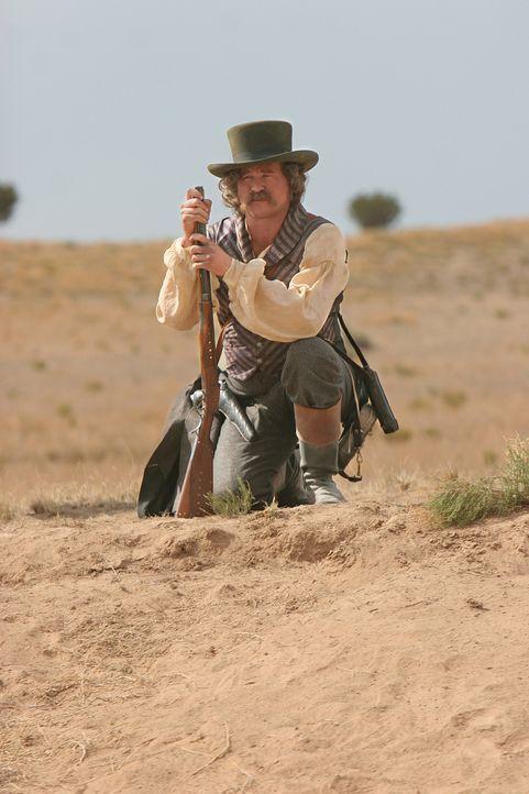 Captain Inish Scull (Val Kilmer) wird nicht aufgeben, bis er den berüchtigten Pferdedieb Kicking Wolf endlich geschnappt hat - koste es, was es woll... - Bildquelle: 2006 CBS Broadcasting Inc. All Rights Reserved.