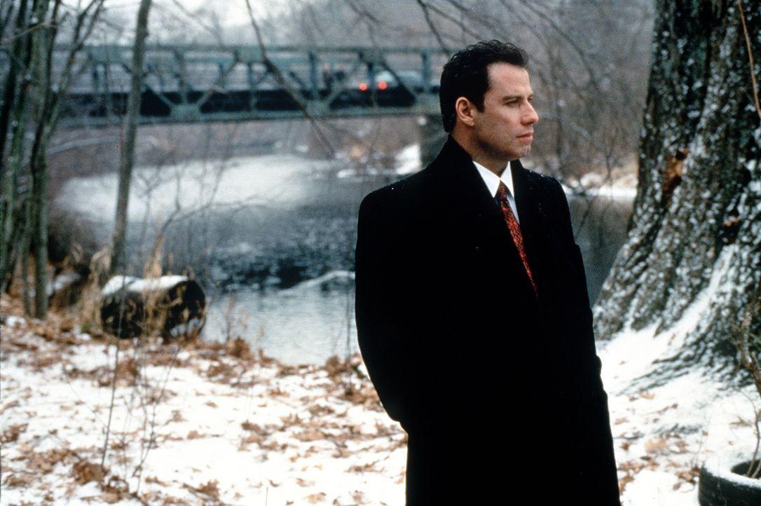 Seit der junge Anwalt Jan Schlichtmann (John Travolta) für seine Klienten Gerechtigkeit und nicht einen bloßen außergerichtlichen Vergleich einforde... - Bildquelle: Paramount Pictures