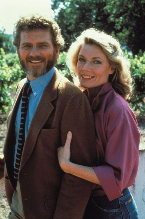 (2. Staffel) - Von New York aus zieht das Ehepaar in den Tuscany Valley, um sich mit dem Anbau von Wein eine neue Existenz aufzubauen: Chase (Robert... - Bildquelle: Warner Brothers