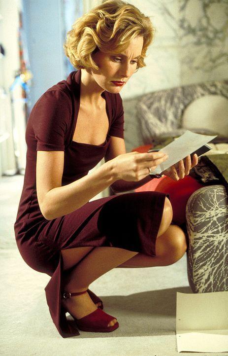 Als Sabine (Stella Vordemann) die ersten Fotos der attraktiven Leihmutter erhält, fängt sie an, immer häufiger an ihrer Entscheidung zu zweifeln ...... - Bildquelle: ProSieben
