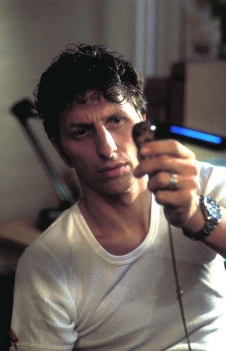 Zunächst kann Thomas Kast (Rufus Beck) nicht glauben, dass die unter Amnesie leidende Christine von Killern verfolgt wird. Doch dann wird er eines b... - Bildquelle: Helmut Röttgen ProSieben