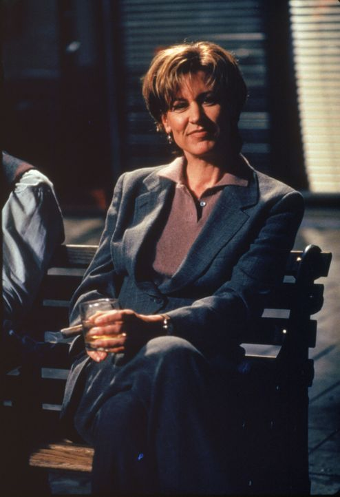 Dr. Kathryn Austin (Christine Lahti) - Bildquelle: 1996 Twentieth Century Fox Film Corporation.  All rights reserved.