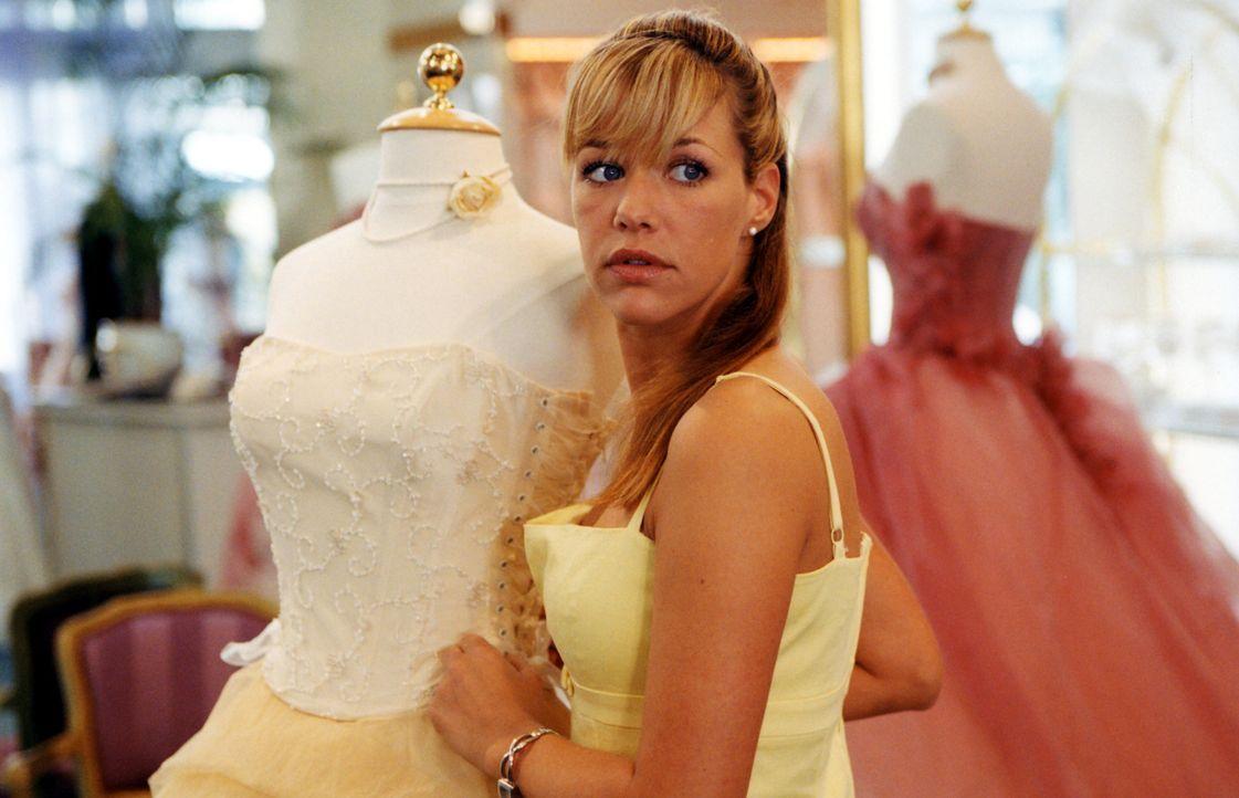 Kaum wird Brautmodenverkäuferin Esther (Alexandra Neldel) romantisch umgarnt, ist es um ihre guten Vorsätze geschehen - und sie wird schwach. Da sch... - Bildquelle: Rieger / Klick ProSieben