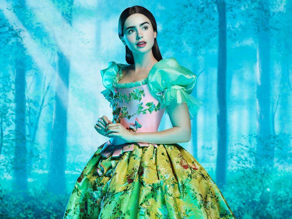 Für die böse Königin ist es ein Unding, dass die Schönste im ganzen Land Schneewittchen (Lily Collins) sein soll. Dagegen lässt sich doch einiges tu... - Bildquelle: Jan Thijs STUDIOCANAL / Jan Thijs