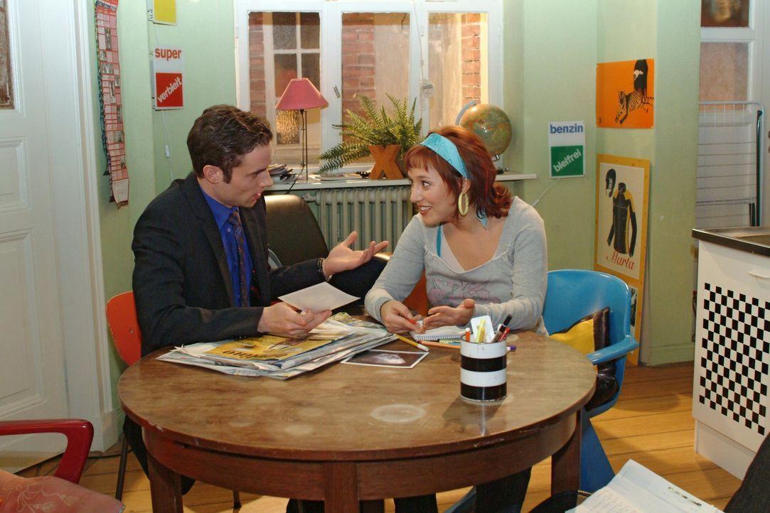 """""""Mädchen oder Junge"""" - diese Frage stellt sich Max (Alexander Sternberg, l.), schließlich muss alles vorbereitet sein, wenn das Baby da ist. Yvonne... - Bildquelle: Monika Schürle Sat.1"""