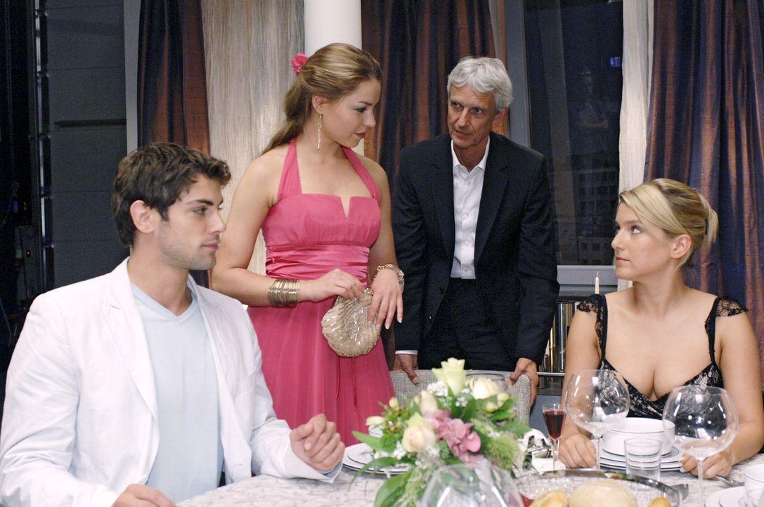 Als Katja bei dem Essen bei den Brodas erscheint, wird Anna von Jonas wegplatziert. v.l.n.r.: Jonas (Roy Peter Link), Katja (Karolina Lodyga), Rober... - Bildquelle: Oliver Ziebe Sat.1