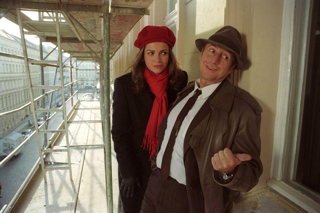 Was passierte wirklich? Sandra (Rebecca Immanuel, l.) und Edgar Ulmer (Martin Semmelrogge, r.) am Tatort ... - Bildquelle: Hardy Spitz Sat.1