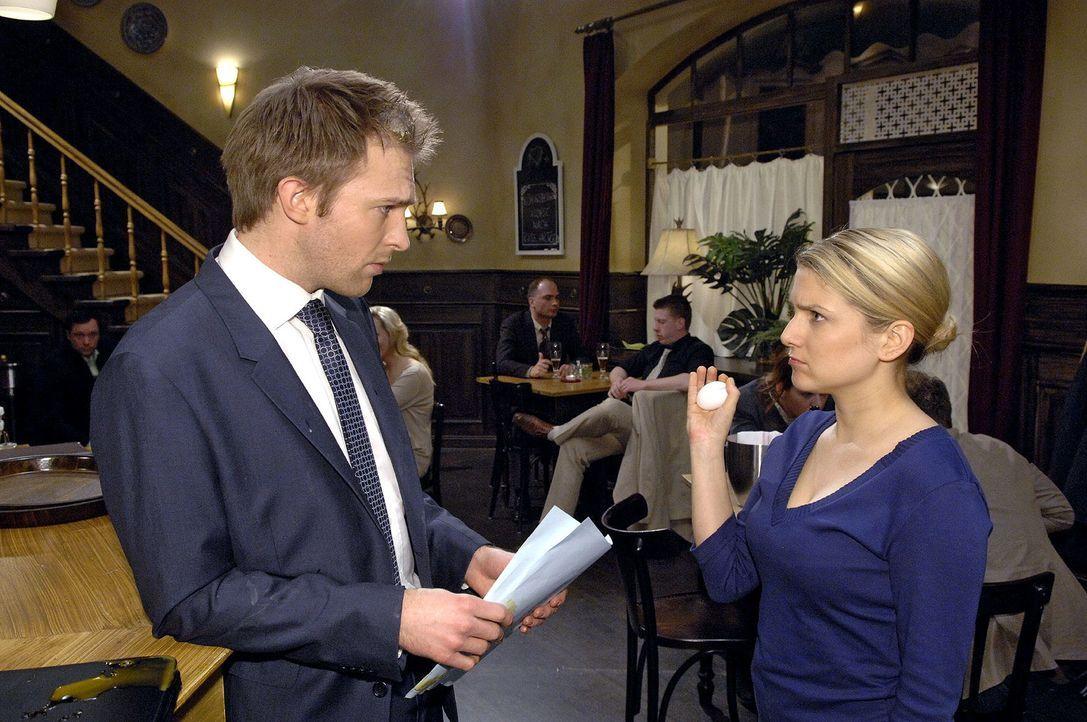 Anna reißt angesichts der Bewerber schließlich der Geduldsfaden - leider beim falschen Mann... v.l.n.r.: Dr. Philipp Hahn (Hubertus Grimm), Anna (Je... - Bildquelle: Claudius Pflug Sat.1