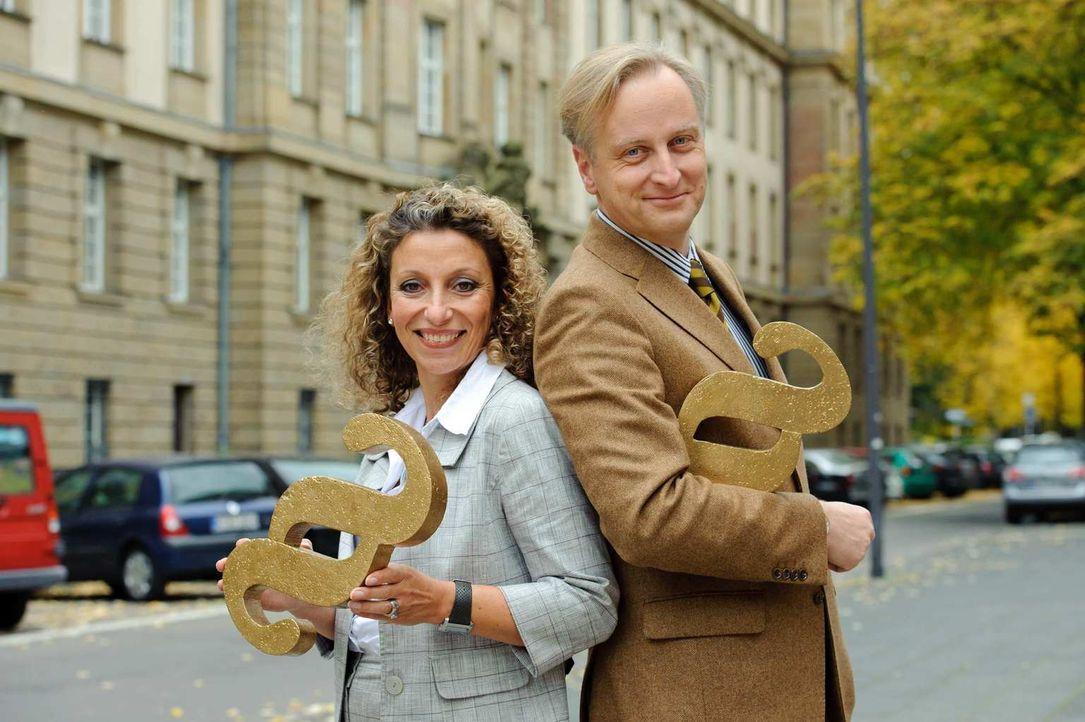 Die Rechtsanwälte Funda Bicakoglu (l.) und Carlos A. Gebauer (r.) setzen sich mit Leib und Seele für ihre Mandanten ein. - Bildquelle: Willi Weber SAT.1