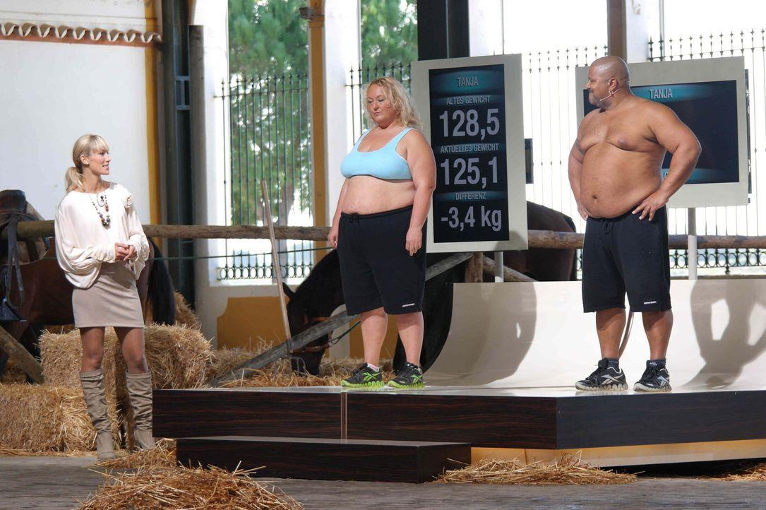 """Die Kandidaten (Tanja, l. und Jack, r.) von """"The Biggest Loser"""" müssen zum großen Wiegen. Dabei zeigt sich, ob ihre Abnehmleistung ausreicht, um ein... - Bildquelle: Enrique Cano SAT.1"""