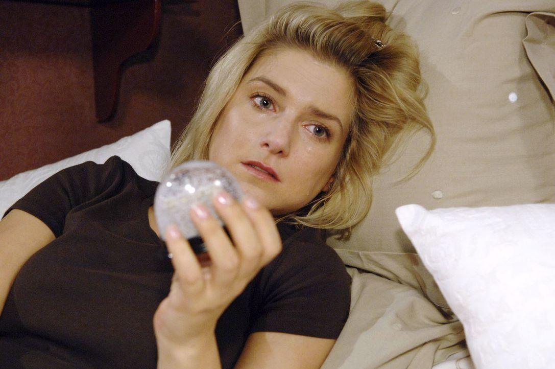 Anna (Jeanette Biedermann) ist niedergeschlagen, als sie erkennen muss, dass sie trotz aller Anstrengung für Jonas nur eine Randfigur bleiben wird u... - Bildquelle: Claudius Pflug Sat.1