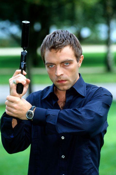 """Adrian Zuto (Aleksandar Jovanovic) ist der eiskalte Killer, der sich gerne für seine Opfer Zeit nimmt, um mit ihnen """"spielen"""" zu können. Laura ist d... - Bildquelle: Uwe Ernst Sat.1"""